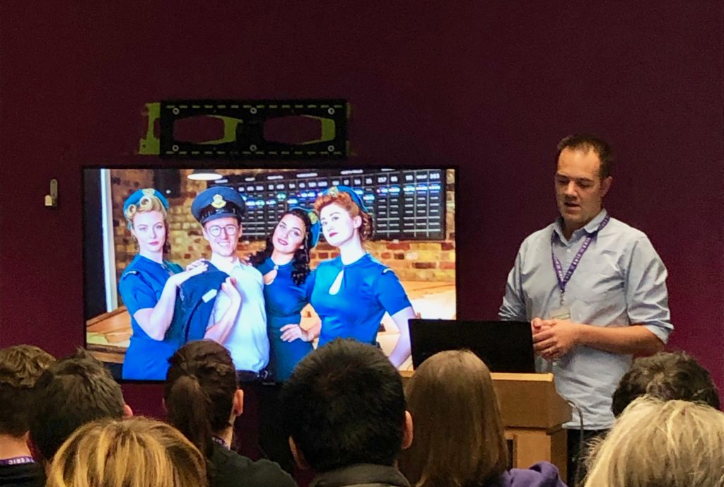 Brendan Mills (Escape Plan LTD in London/UK) talking about Teamphotos after Escape Rooms at ERIC 2019